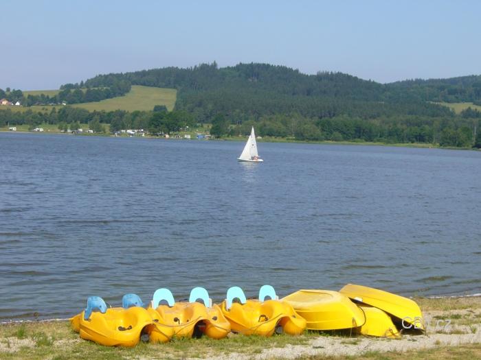 Lipno - pláž a loďky