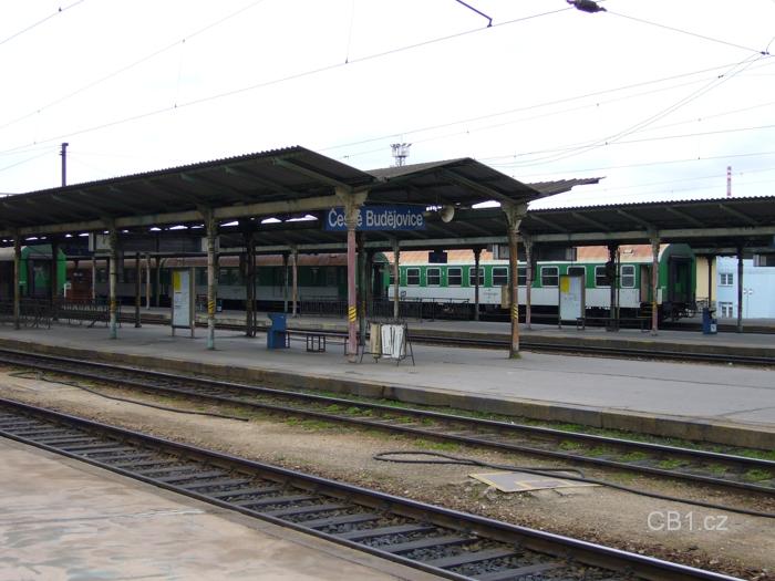 Nástupiště vlakového nádraží