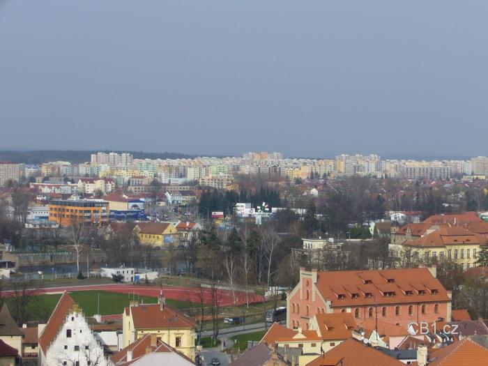 Pohled z věže na sídliště