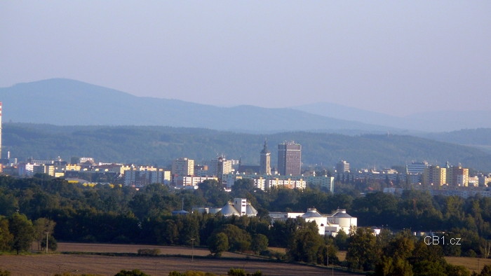 Pohled ze zahrady zámku Hluboká