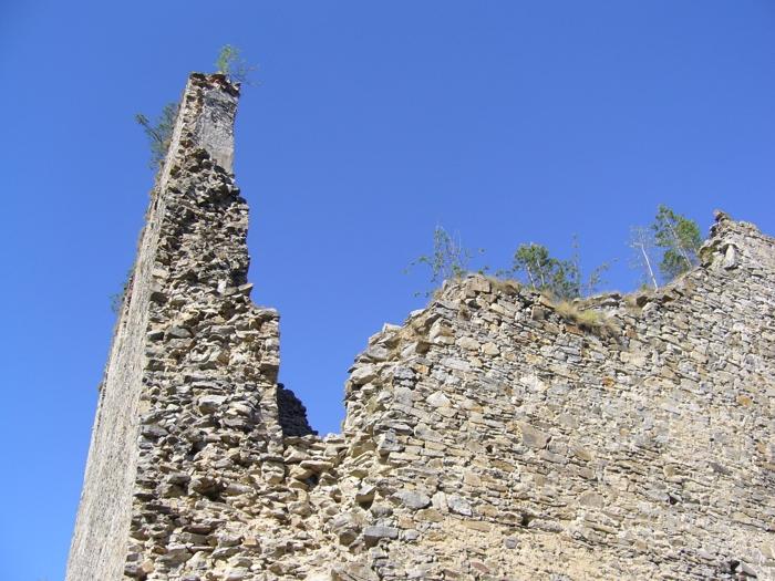 Zbytky zdí