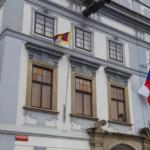 V Budějovicích vlaje tibetská vlajka